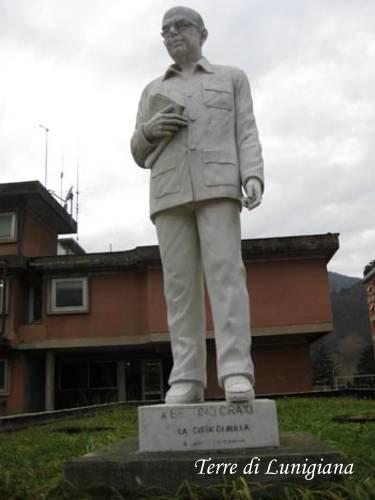 Statua a Craxi