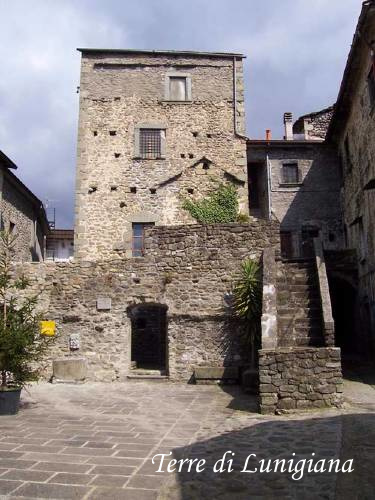 Le case torri della valle del caprio ponticello canale e - Finestre castelli medievali ...